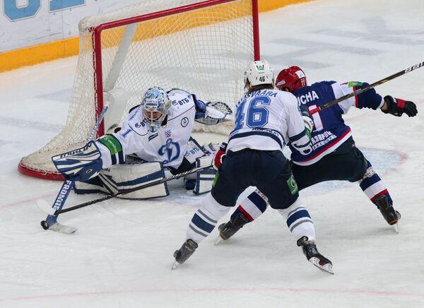 Игровой момент матча СКА (Санкт-Петербург) - Динамо (Москва)