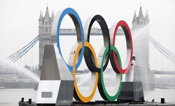 Олимпийские кольца на Темзе