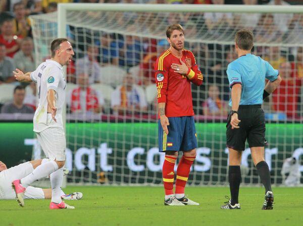 Игровой момент матча сборных Испании и Франции