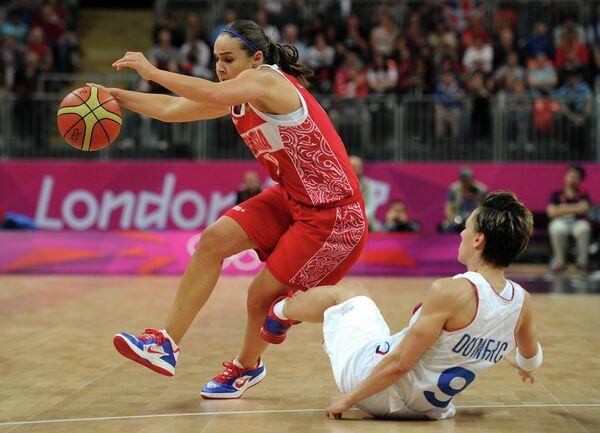 Сборная России на ХХХ летних Олимпийских играх в Лондоне против сборной Франции по баскетболу