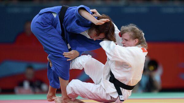 Виктория Потапова (справа)