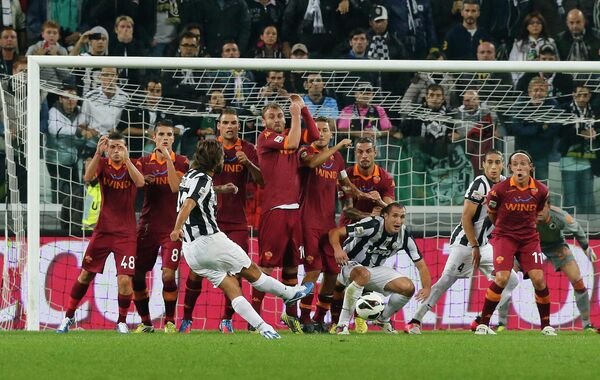 Игровой момент матча Ювентус - Рома