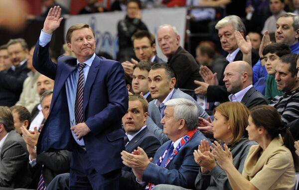 Сергей Иванов (слева)