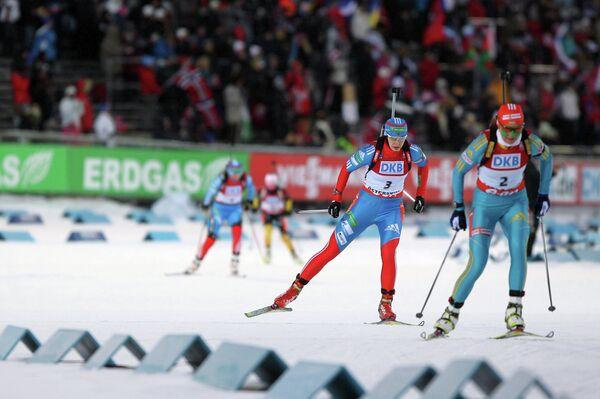Ольга Вилухина (первая слева на первом плане)