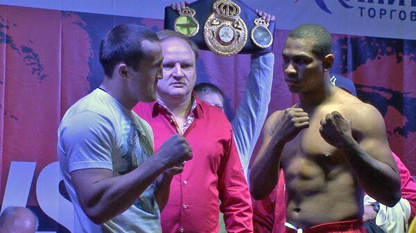 Боксеры Лебедев и Сильгадо взвесились и провели дуэль взглядов перед боем