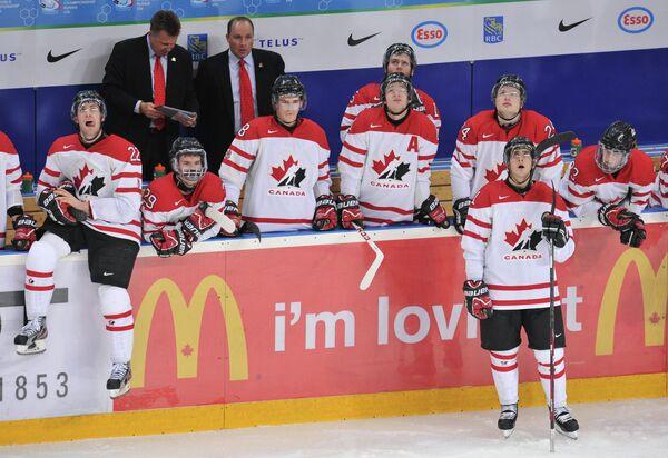 Главный тренер сборной Канады Стив Спотт (справа)