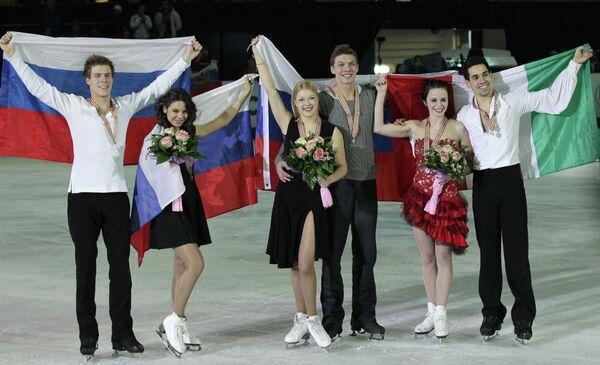 Слева направо: россияне Никита Кацалапов и Елена Ильиных (второе место), россияне Екатерина Боброва и Дмитрий Соловьев (первое место) и итальянцы Анна Каппеллини и Лука Ланотте (третье место).