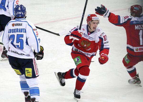 Вадим Шипачев (в центре)