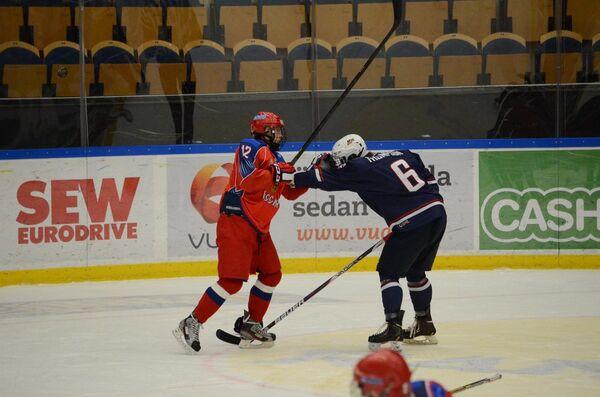 Игровой момент матча Россия (18) - США (18)