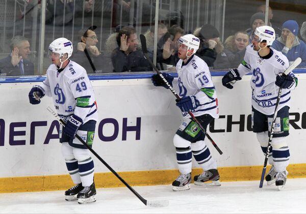 Хоккеисты Динамо Якуб Петружалек и Денис Кокарев (слева направо)