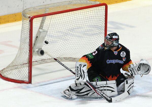 Игровой момент матча Северсталь - Локомотив