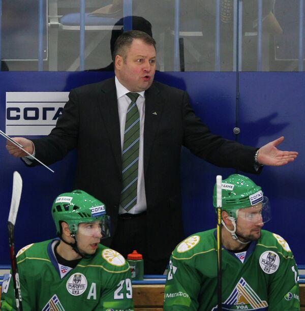 Владимир Юрзинов (в центре)