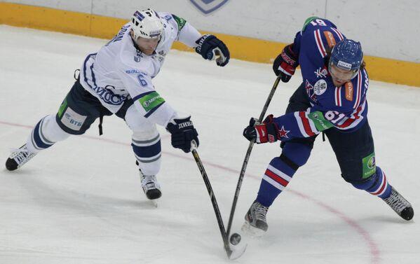Игровой момент матча ХК СКА - Динамо