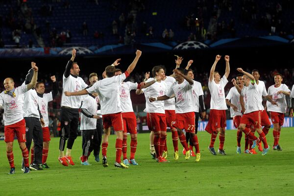 Футболисты Баварии радуются победе над Барселоной