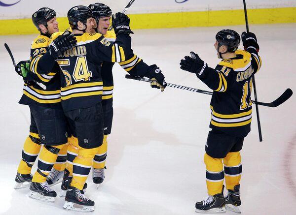 Хоккеисты Бостона радуются победе над Торонто Мейпл Лифс