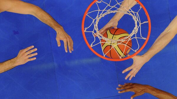 Баскетбольный мяч в кольце