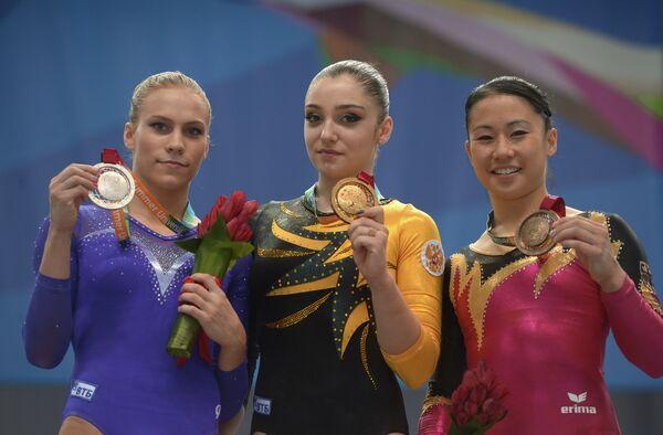Ксения Афанасьева, Алия Мустафина и Ким Буи (слева направо)