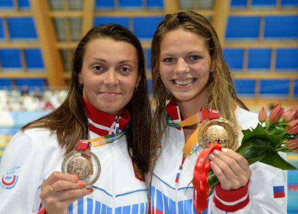 Валентина Артемьева и Юлия Ефимова (слева направо)