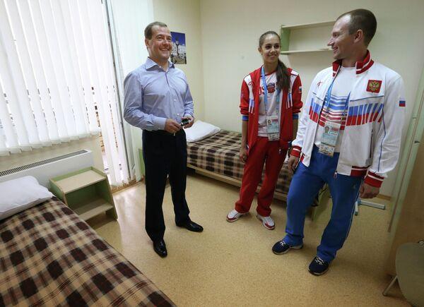 Дмитрий Медведев (слева), Александр Фурасьев (справа) и Маргарита Мамун
