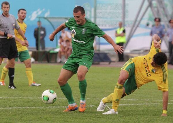 Игровой момент матча Томь - Кубань