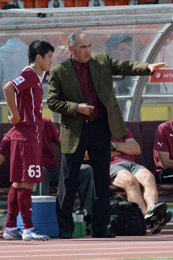 Игрок Рубина Алишер Джалилов и главный тренер Курбан Бердыев