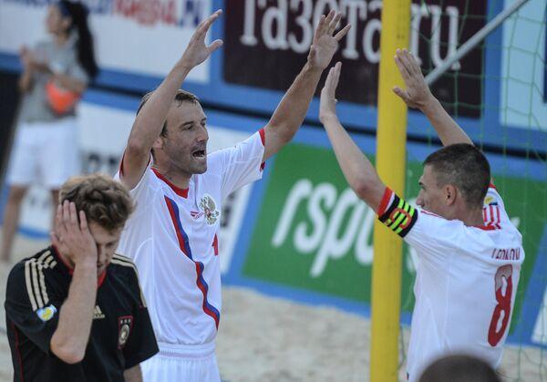 Россияне Егор Шайков и Илья Леонов (слева направо на втором плане)