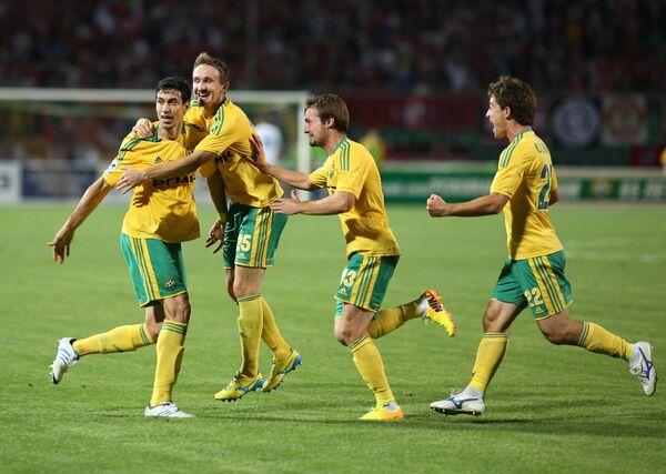 Игроки Кубани Антон Соснин, Джибриль Сиссе и Алексей Козлов (справа налево)