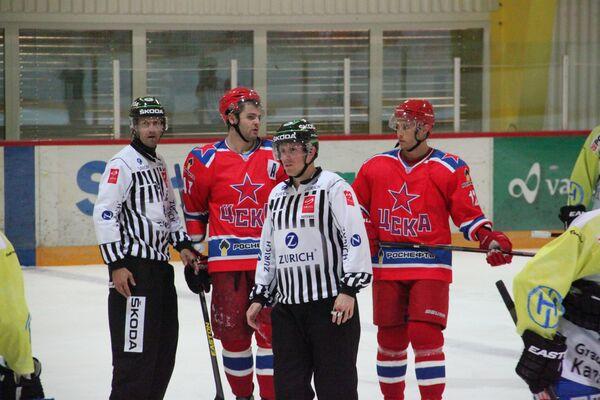 Хоккеист ЦСКА Александр Радулов (слева) и Илари Филппула
