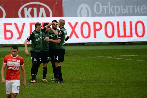 Футболисты Краснодара Павел Мамаев, Маурисио Перейра, Вандерсон и Юрий Газинский (слева направо) радуются голу