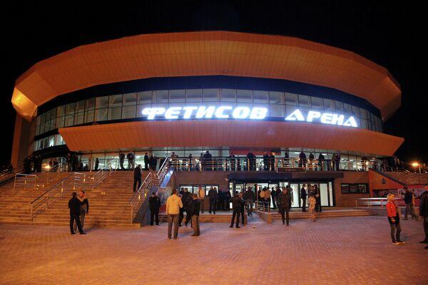 Вид на ледовый дворец Фетисов-Арена во Владивостоке