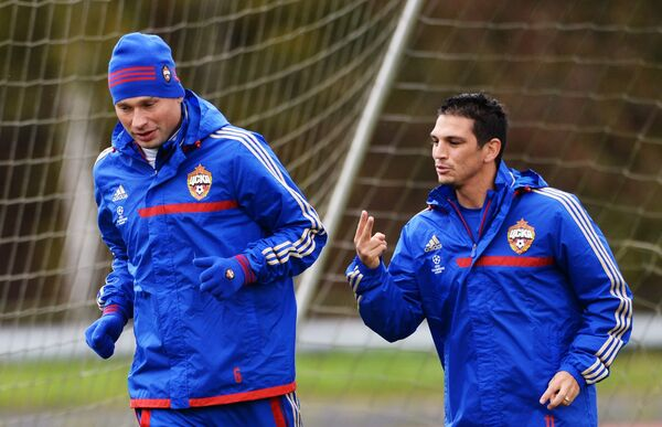 Алексей Березуцкий (слева) и Марк Гонсалес