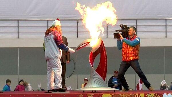 Летчик-космонавт Тюрин пробежал с факелом олимпийского огня в Коломне