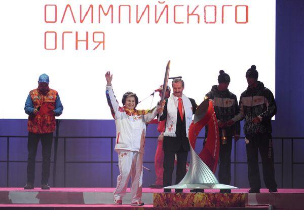 Валентина Терешкова во время церемонии зажжения чаши