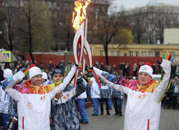 Алексей Урманов (слева)