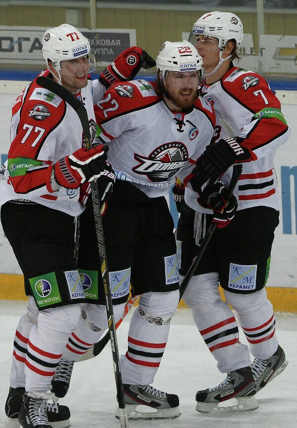 Игроки Донбасса Олег Пиганович, Лукаш Кашпар и Оскар Бартулис (слева направо)
