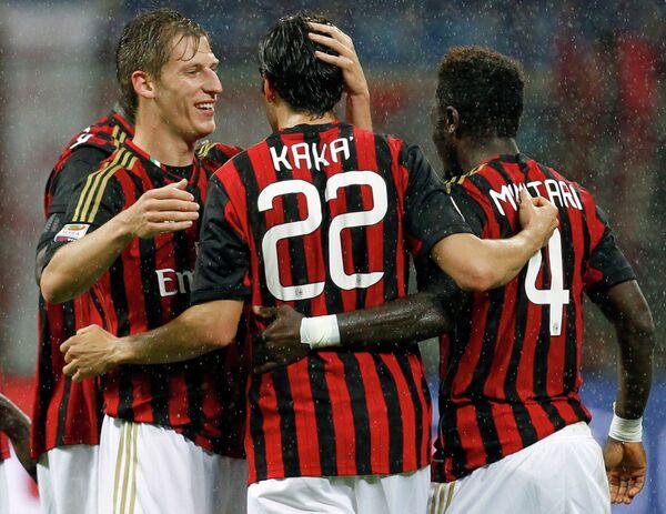 Футболисты Милана Вальтер Бирса, Кака и Салли Мунтари (слева направо)