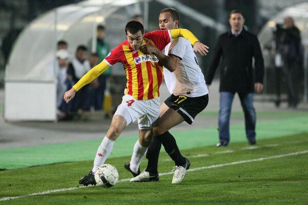 Аслан Дудиев (слева) и Эвертон Сантос