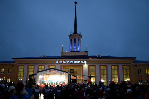 Жители Сыктывкара во время эстафеты олимпийского огня