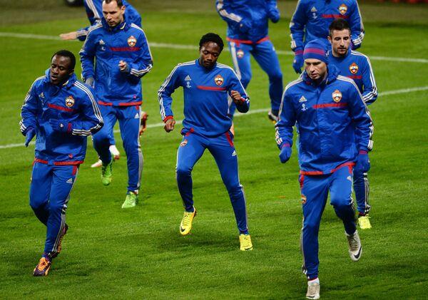 Футболисты ЦСКА на тренировке перед матчем в Манчестере
