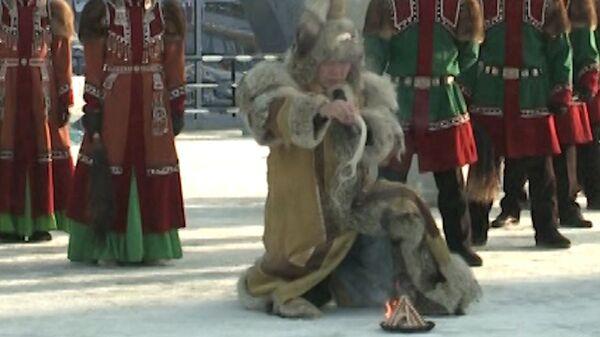 Национальным обрядом алгыс встретили олимпийский огонь в Якутске