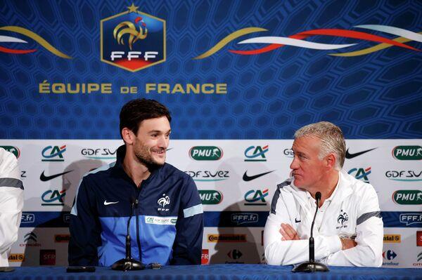 Голкипер Уго Льорис и главный тренер сборной Франции Дидье Дешам