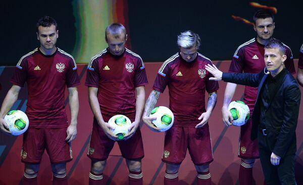 Игроки сборной России по футболу Игорь Акинфеев, Денис Глушаков, Андрей Ещенко, Владимир Гранат (справа налево)