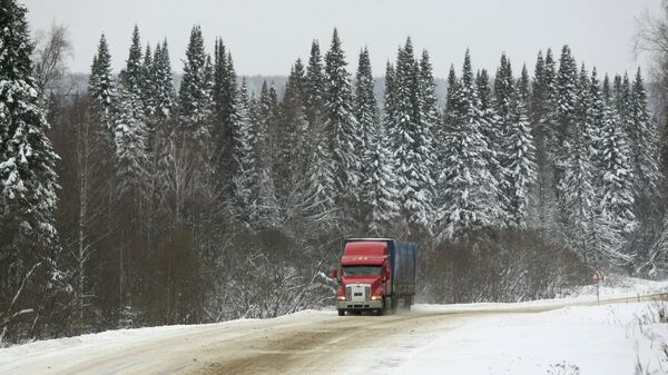 Занесенная снегом трасса