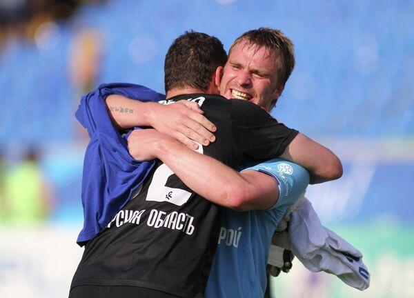 Игроки Крыльев Советов Сергей Веремко и Сергей Корниленко (слева направо)