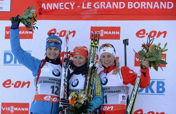 Ирина Старых (Россия) - второе место, Валентина Семеренко (Украина) - первое место, Тириль Экхофф (Норвегия) - третье место (слева направо)
