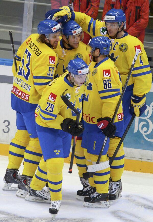 Игроки сборной Швеции радуются забитому голу