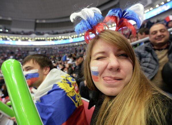 Российская болельщица во время матча Швеция - Россия