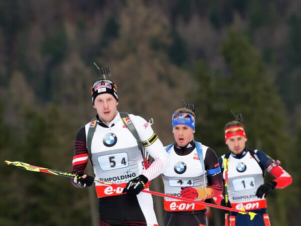 Австриец Доминик Ландертингер, немец Симон Шемпп и россиянин Антон Шипулин (слева направо)
