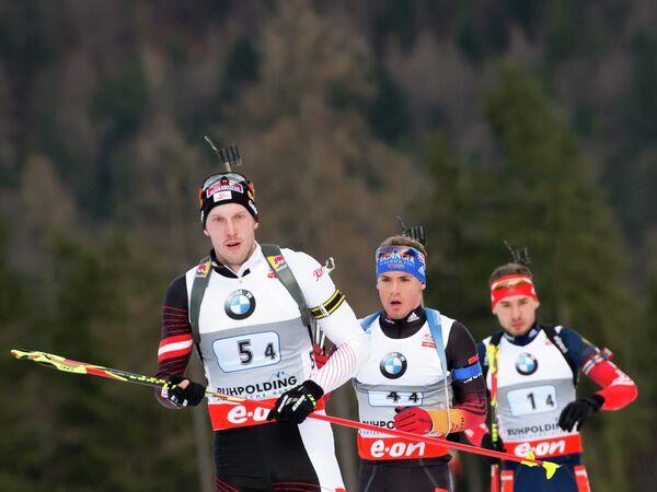 Австриец Доминик Ландертингер, немец Симон Шемп и россиянин Антон Шипулин (слева направо)