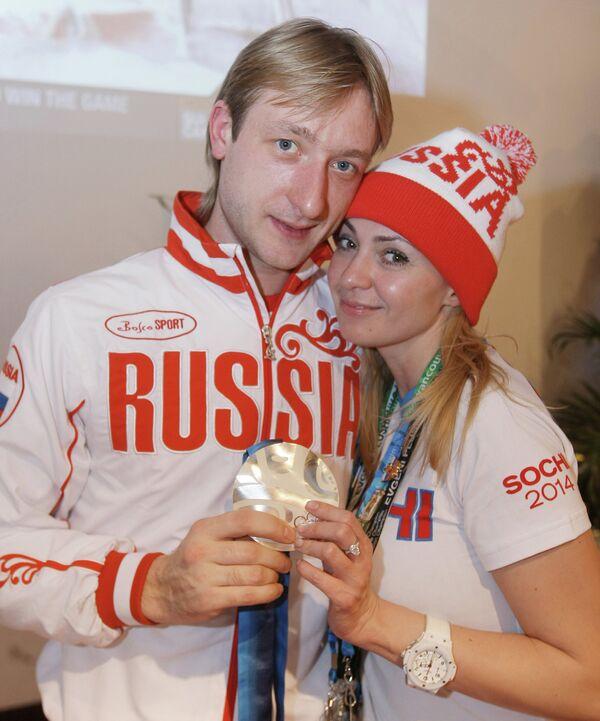 Супруги фигурист Евгений Плющенко и продюсер Яна Рудковская в Ванкувере